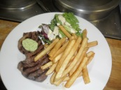 Steak Boston, frites & salade