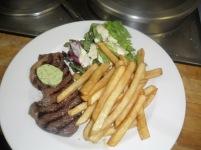 Steak Boston, frites & salade