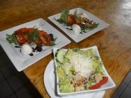 Notre tomate mozzarelle et notre petite césar ...