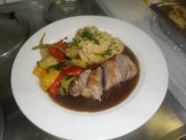 Mini rôti de porc bardé, sauce madère ...