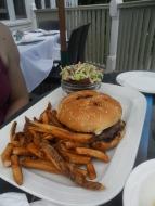 Le hamburger de la maison ...