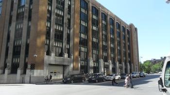 L'immeuble d'Immigration Canada, au 1010 St Antoine ...