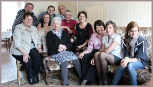 Une petite partie de la famille autour de Mémé Clara