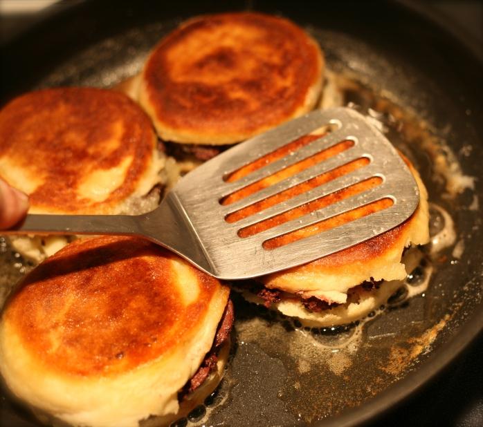 Ne pas hésiter à bien écraser les muffins