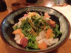 Salade Wakame. Poisson cru. Très santé !